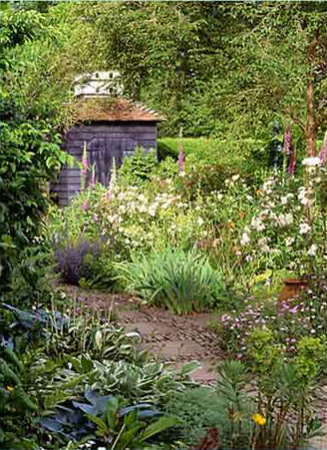 The garden at the Dovecote bed and breakfast Chiddingfold