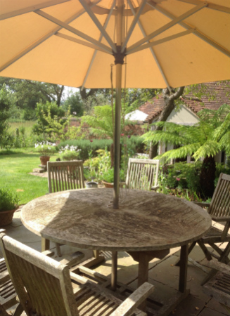 Beautiful garden at the Dovecote bed and breakfast Chiddingfold